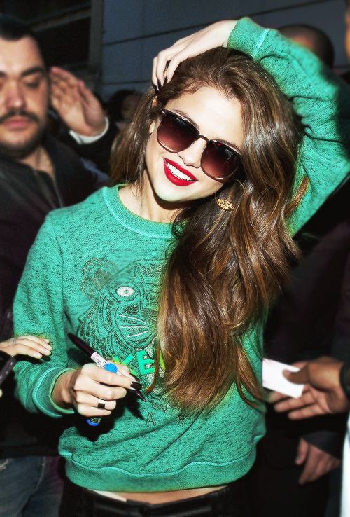 Selena Gomez en promotion a la Radio NRJ a Paris